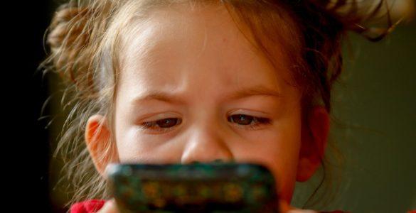 Čas pandemije nam je postavil še dodatne izzive, saj se je med korono otroška izpostavljenost zaslonom še povečala. Vir: Pixabay