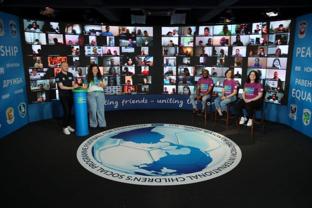 Mladi na virtualnih srečanjih razpravljajo o devetih ključnih vrednotah. Vir: F4F