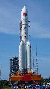 Long March 5 ali Dolgi Pohod 5 je tip rakete, s katerim so 29. 4. poleteli v vesolje. Vir: Wikimedia Commons