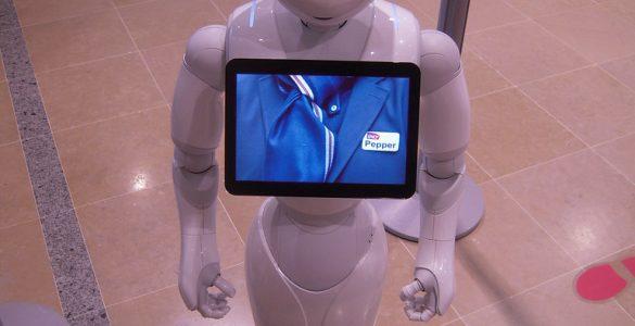 Robot Pepper je velik 120 cm in tehta 28 kg. Vir: Flickr
