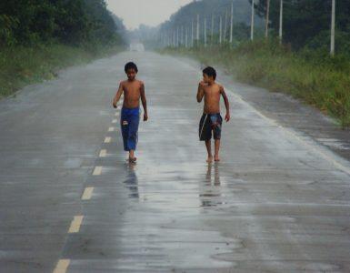 Veliko otrok v Indiji živi na ulicah. Foto: Ben Sutherland/CC search