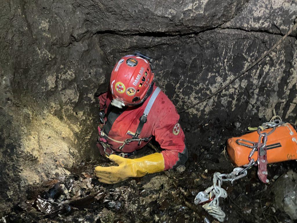 Damijan Šinigoj je podpredsednik Jamarske zveze Slovenije, jamarski reševalec in urednik revije Jamar, zato o jamah ve veliko. Vir: Damijan Šinigoj
