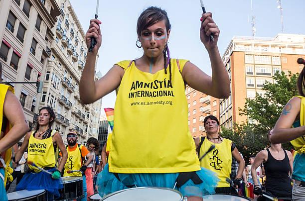 Začelo se je s pozivom, naj ljudje stopijo skupaj za zapornike, danes pa delujejo na mnogih področjih. Vir: Pixabay
