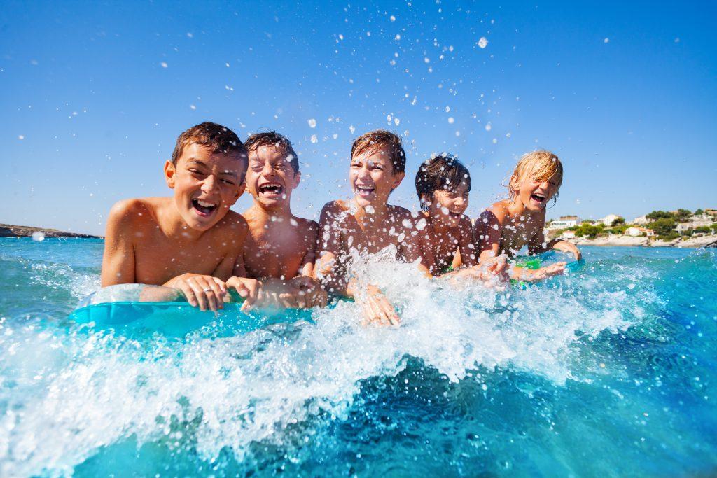 Otroci, starejši od 12 let, lahko na Hrvaško vstopijo le s potrdilom PCT. Vir: Adobe Stock
