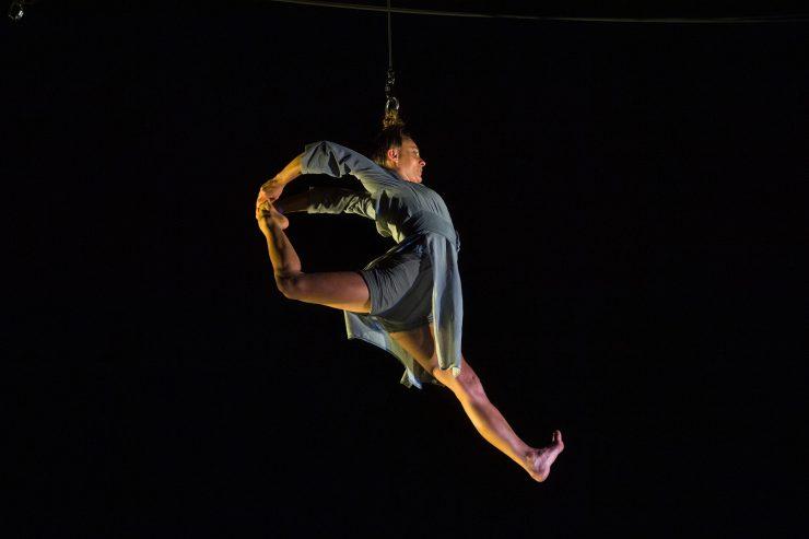 Eden najbolj atraktivnih akrobatskih elementov, visenje na laseh. Foto: Michele Lupini