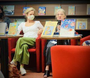 Nataša Konc Lorenzutti in Jelka Reichman na predstavitvi knjižnih novosti Mladinske knjige. Foto: Sandra Hanžič