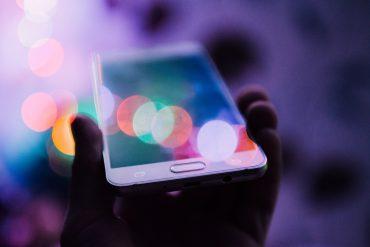 Se ljudje sploh sprašujejo, koliko je resnice v spletnih sporočilih? Ali so navedena dejstva preverjena? Vir: Unsplash