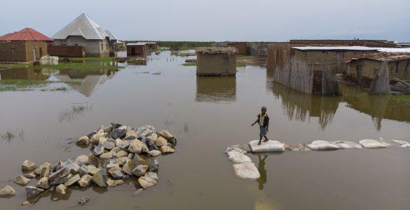 Otroci in mladostniki se bodo soočili z vsemi uničujočimi posledicami podnebnih sprememb in nezanesljivosti oskrbe z vodo, čeprav so prav oni tisti, ki so zanje najmanj odgovorni. Vsem mladostnikom in prihodnjim generacijam smo dolžni, da ukrepamo, pravijo na Unicefu. Vir: Unicef