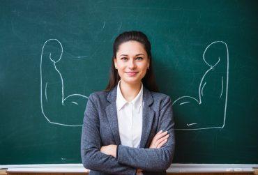 En učitelj oziroma učiteljica je v šolskem letu 2020/21 poučevala povprečno 10,3 učenca oziroma učenke. Vir: Adobe Stock