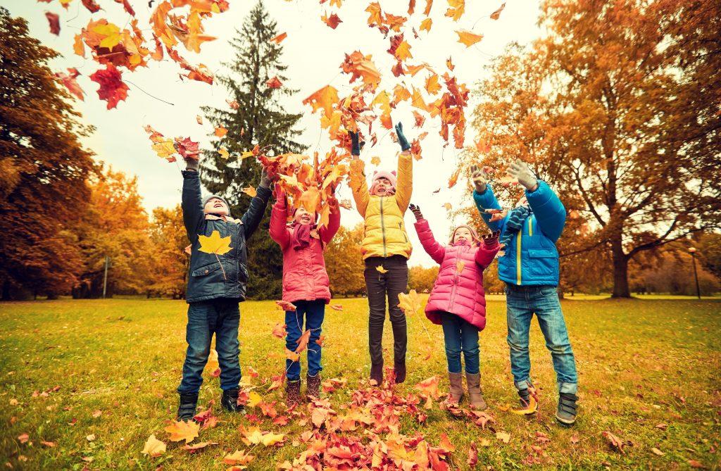 Otroci v jeseni, Vir: Adobe Stock