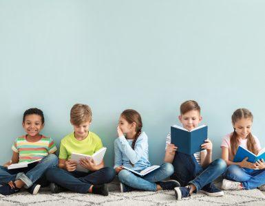 Učenci OŠ Litija čas v knjižnici preživijo v druženju s prijatelji iz vse Evrope. Vir: Adobe Stock