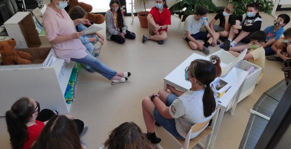 Učitelji imajo vse manj časa za svoje osnovno poslanstvo - delo z učenci. Foto: Pia