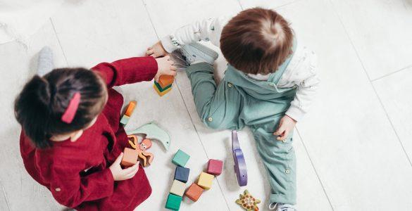 Pri Legu so si zadali, da bodo njihove igrače spodbujale negovanje, skrb, prostorsko predstavo, ustvarjalno razmišljanje in reševanje problemov. Vir: Pexels